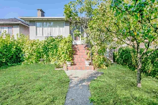 "Main Photo: 3071 E 1ST Avenue in Vancouver: Renfrew VE House for sale in ""RENFREW"" (Vancouver East)  : MLS® # R2206444"