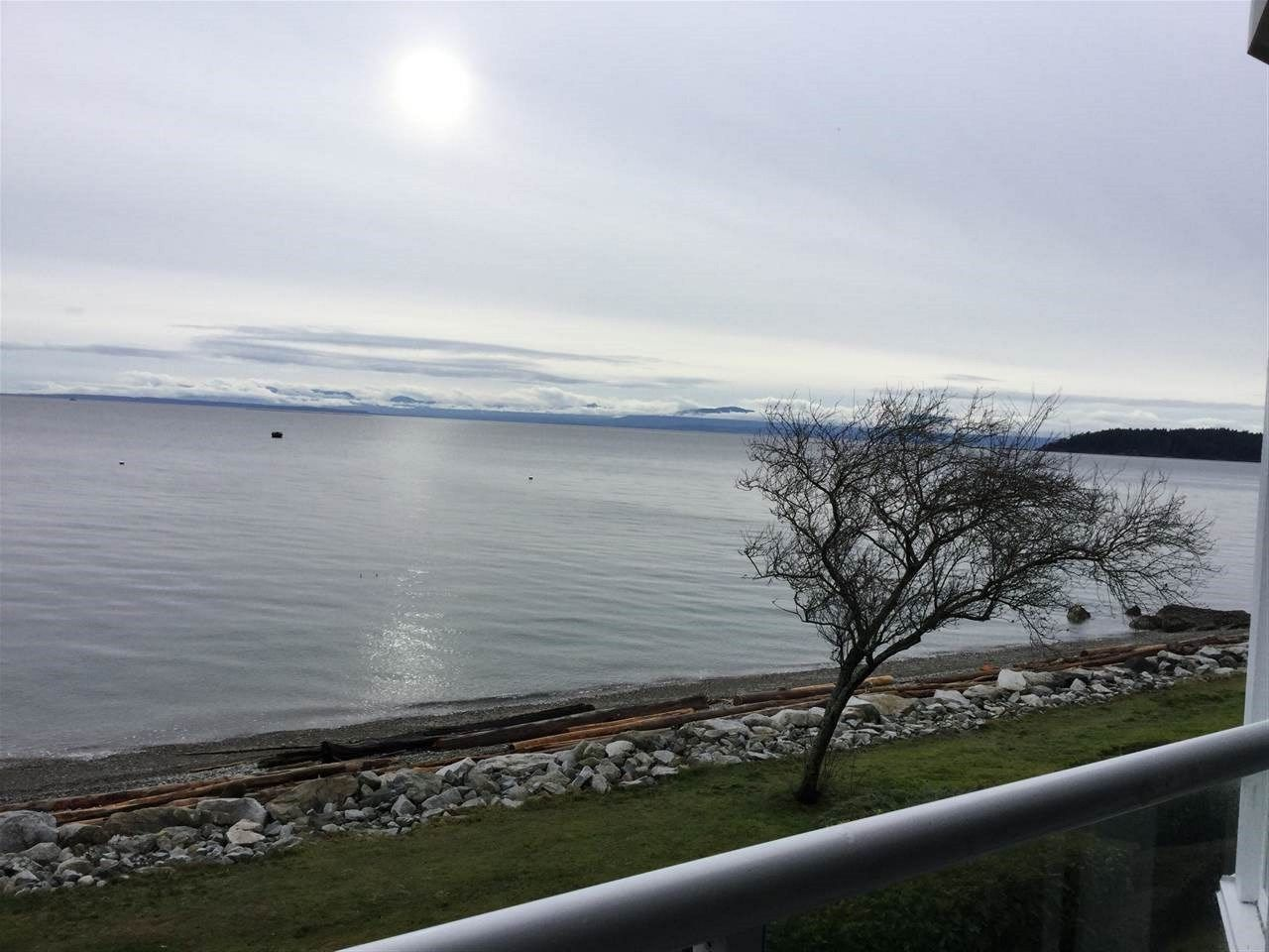 Main Photo: 202 5470 INLET Avenue in Sechelt: Sechelt District Condo for sale (Sunshine Coast)  : MLS® # R2228831