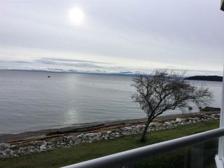 Main Photo: 202 5470 INLET Avenue in Sechelt: Sechelt District Condo for sale (Sunshine Coast)  : MLS®# R2228831