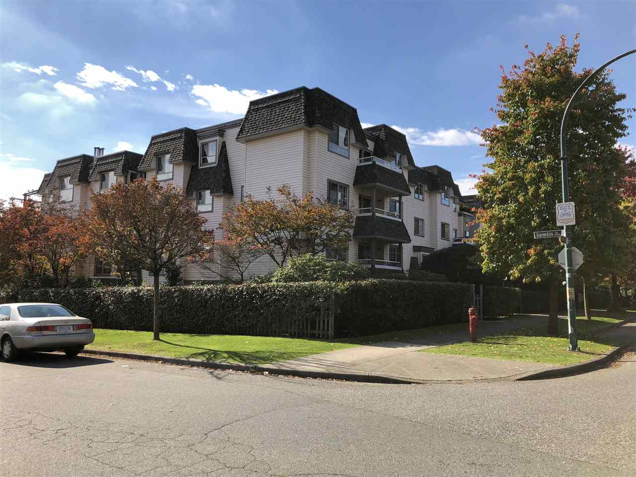 "Main Photo: 103 1950 E 11TH Avenue in Vancouver: Grandview VE Condo for sale in ""LAKEVIEW PLACE"" (Vancouver East)  : MLS®# R2314481"