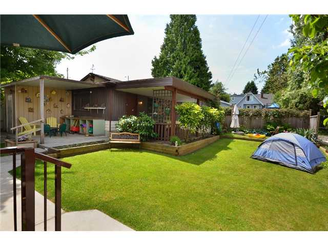 Photo 2: 816 4TH Street in New Westminster: GlenBrooke North House for sale : MLS® # V895794
