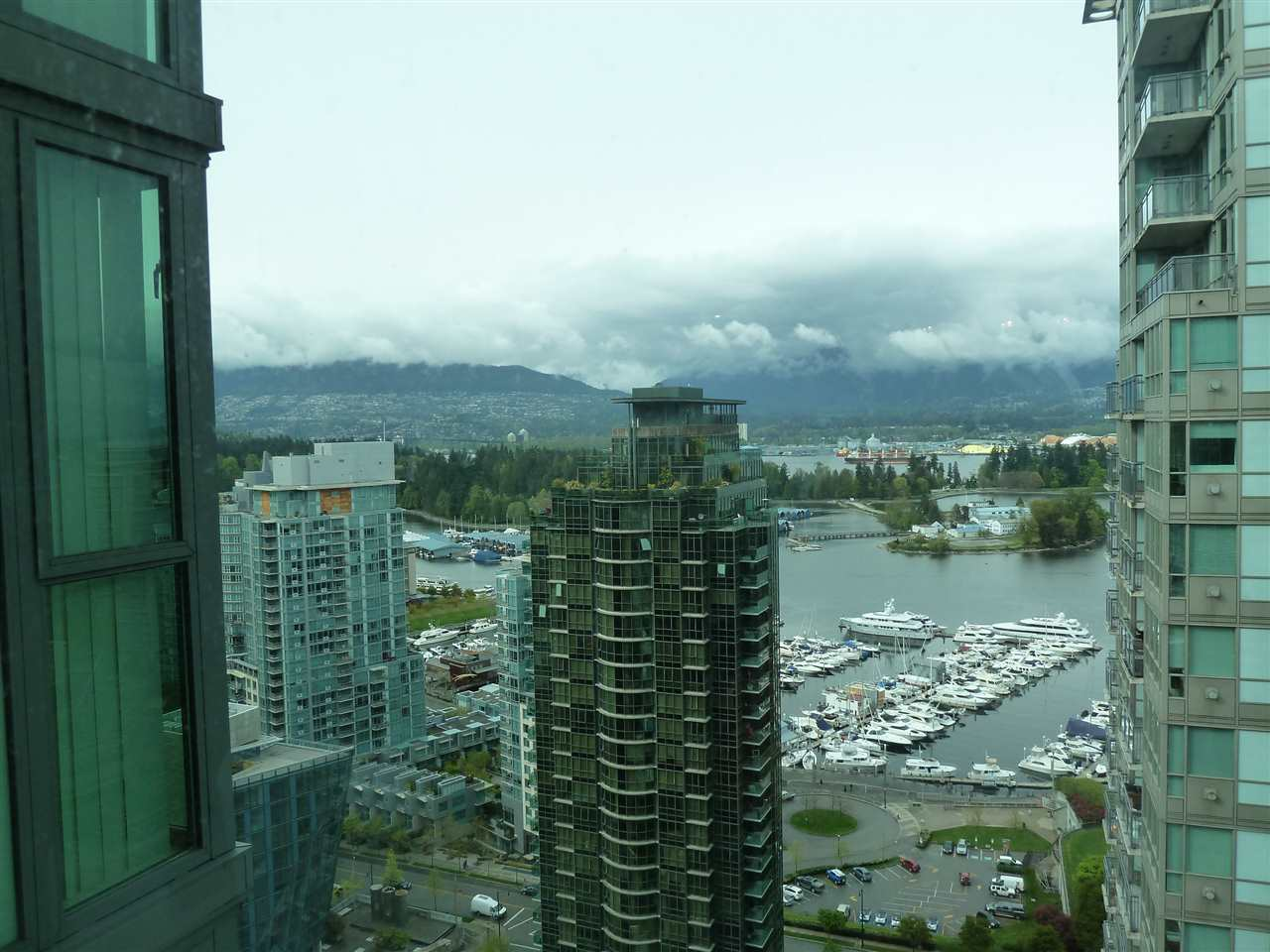 "Main Photo: 2902 1331 W GEORGIA Street in Vancouver: Coal Harbour Condo for sale in ""THE POINT"" (Vancouver West)  : MLS®# R2011337"