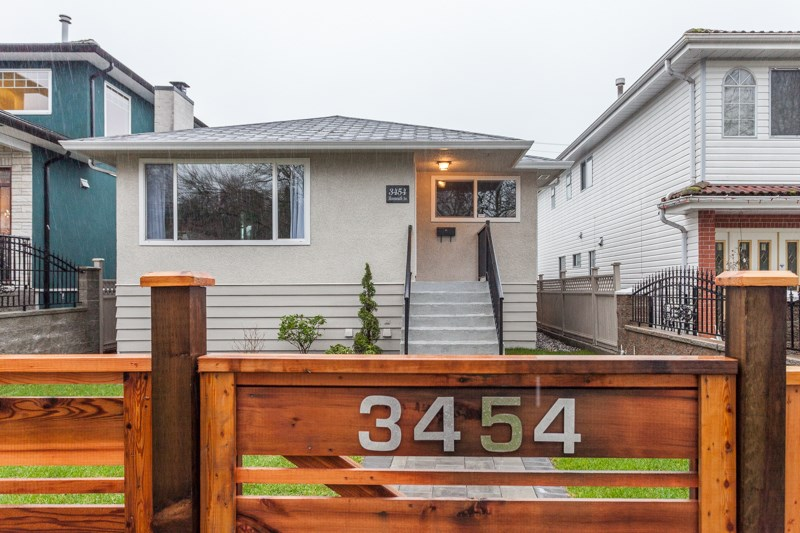 Main Photo: 3454 MONMOUTH Avenue in Vancouver: Collingwood VE House for sale (Vancouver East)  : MLS®# R2038688