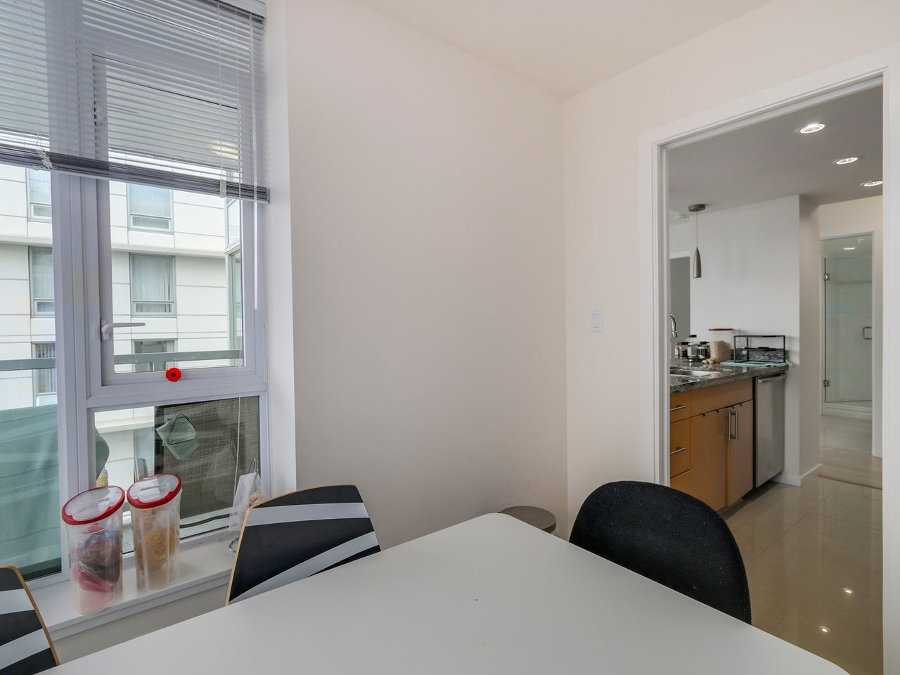 "Photo 11: 802 1887 CROWE Street in Vancouver: False Creek Condo for sale in ""PINNACLE ON FALSE CREEK"" (Vancouver West)  : MLS® # R2044450"