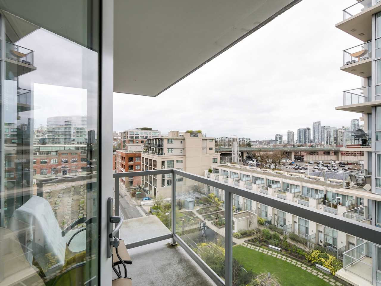"Photo 17: 802 1887 CROWE Street in Vancouver: False Creek Condo for sale in ""PINNACLE ON FALSE CREEK"" (Vancouver West)  : MLS® # R2044450"