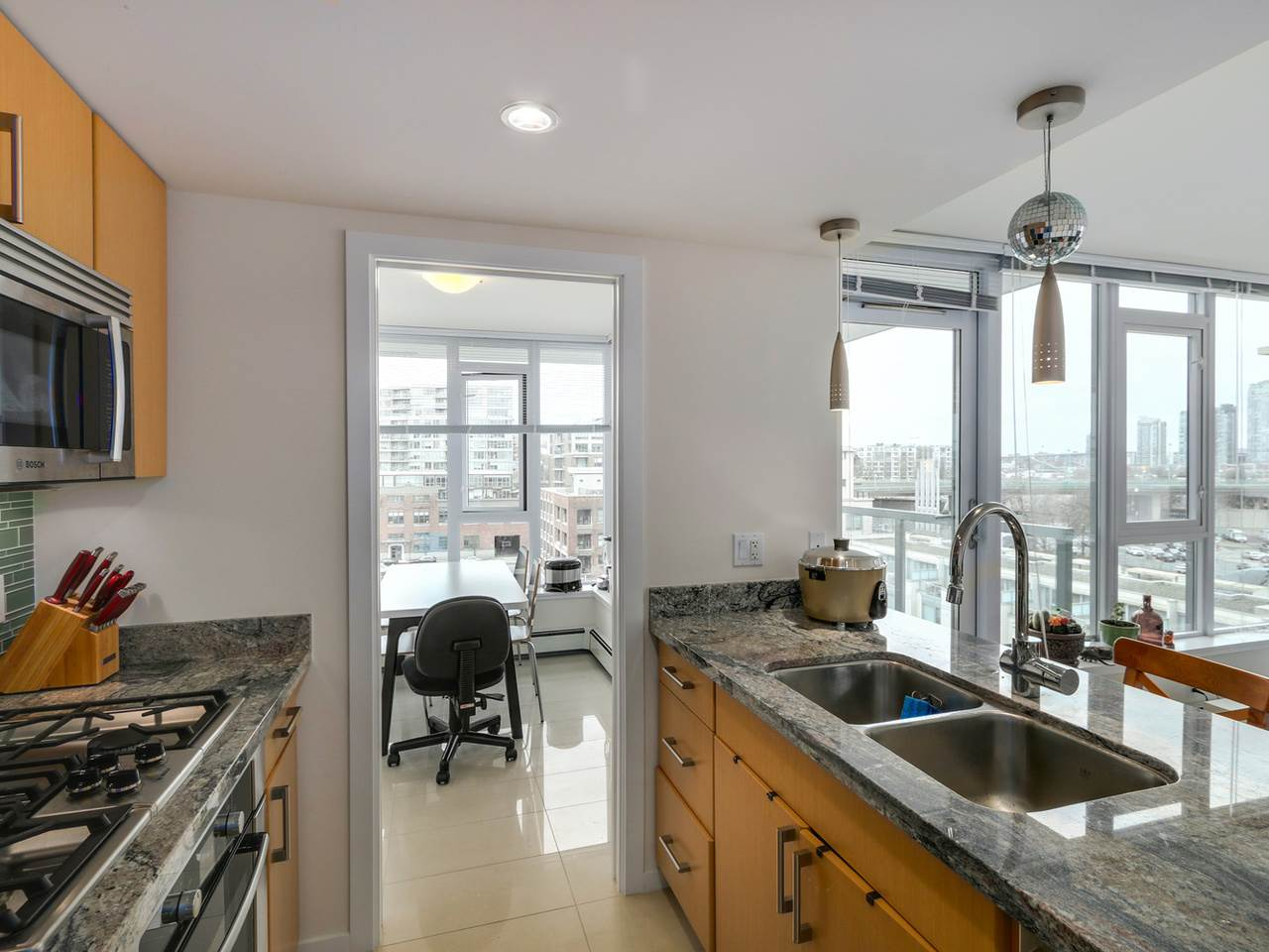 "Photo 8: 802 1887 CROWE Street in Vancouver: False Creek Condo for sale in ""PINNACLE ON FALSE CREEK"" (Vancouver West)  : MLS® # R2044450"