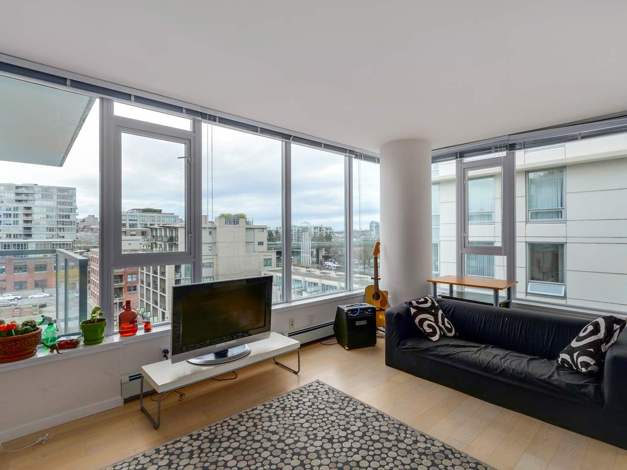 "Photo 4: 802 1887 CROWE Street in Vancouver: False Creek Condo for sale in ""PINNACLE ON FALSE CREEK"" (Vancouver West)  : MLS® # R2044450"