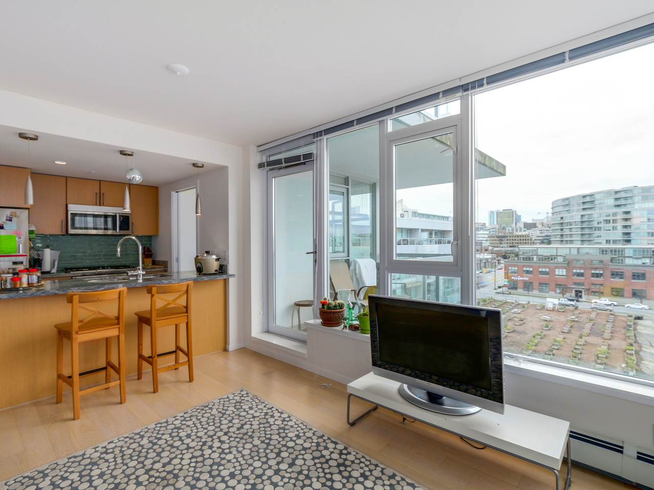 "Photo 5: 802 1887 CROWE Street in Vancouver: False Creek Condo for sale in ""PINNACLE ON FALSE CREEK"" (Vancouver West)  : MLS® # R2044450"