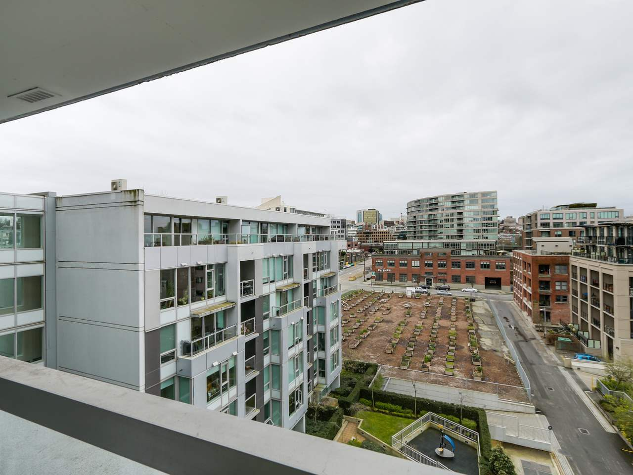 "Photo 18: 802 1887 CROWE Street in Vancouver: False Creek Condo for sale in ""PINNACLE ON FALSE CREEK"" (Vancouver West)  : MLS® # R2044450"