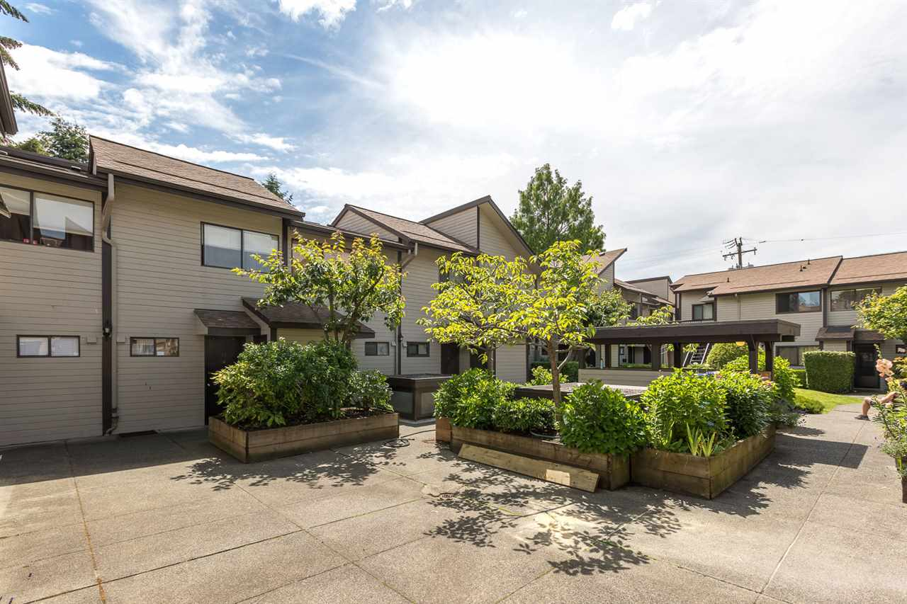"Photo 2: 10 460 W 16TH Avenue in Vancouver: Cambie Townhouse for sale in ""CAMBIE SQUARE"" (Vancouver West)  : MLS(r) # R2083695"