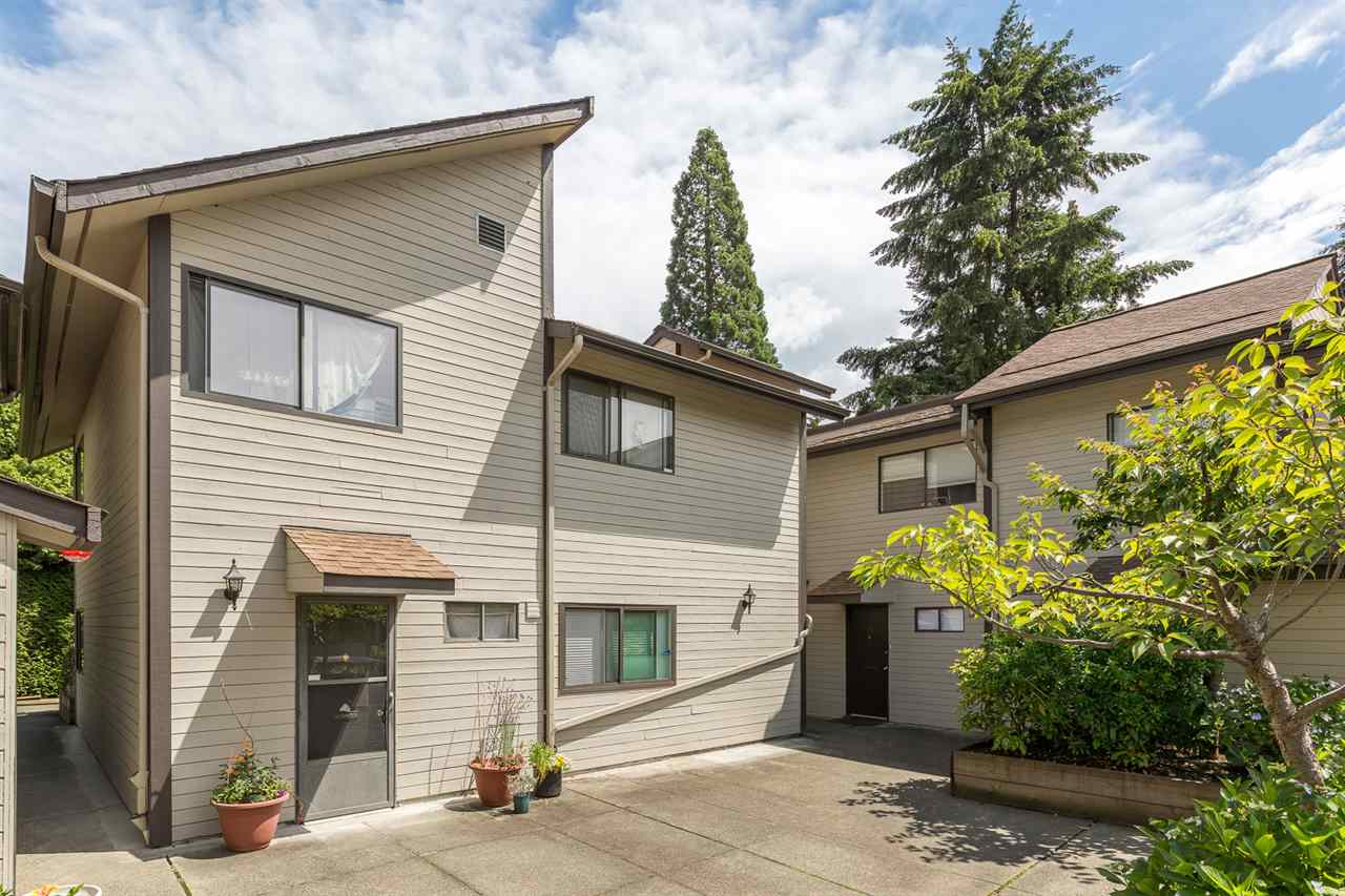 "Main Photo: 10 460 W 16TH Avenue in Vancouver: Cambie Townhouse for sale in ""CAMBIE SQUARE"" (Vancouver West)  : MLS(r) # R2083695"