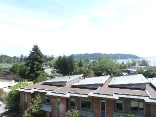 Main Photo: 402 475 13TH Street in West Vancouver: Ambleside Condo for sale : MLS®# R2086356