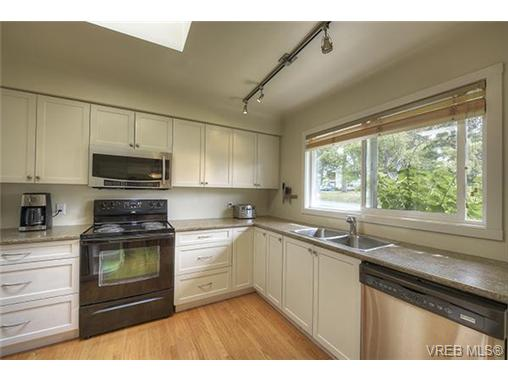 Photo 2: 312 Brunswick Place in VICTORIA: SW Tillicum Single Family Detached for sale (Saanich West)  : MLS® # 367358