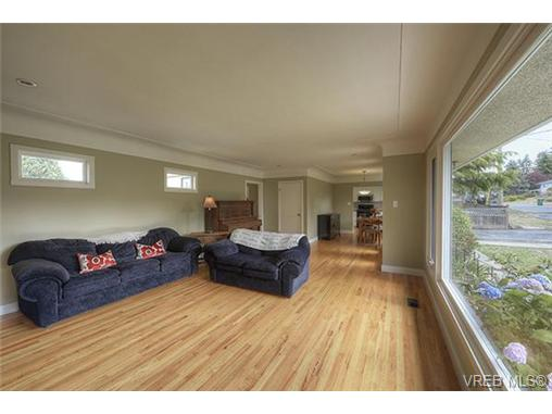 Photo 6: 312 Brunswick Place in VICTORIA: SW Tillicum Single Family Detached for sale (Saanich West)  : MLS® # 367358