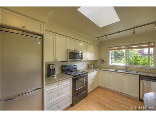 Photo 3: 312 Brunswick Place in VICTORIA: SW Tillicum Single Family Detached for sale (Saanich West)  : MLS® # 367358