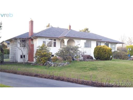 Main Photo: 2780 Beach Drive in VICTORIA: OB Uplands Single Family Detached for sale (Oak Bay)  : MLS(r) # 373809