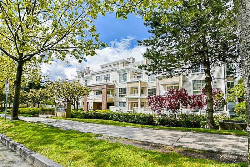 "Main Photo: 205 7117 ANTRIM Avenue in Burnaby: Metrotown Condo for sale in ""Antrim Oaks"" (Burnaby South)  : MLS® # R2166354"
