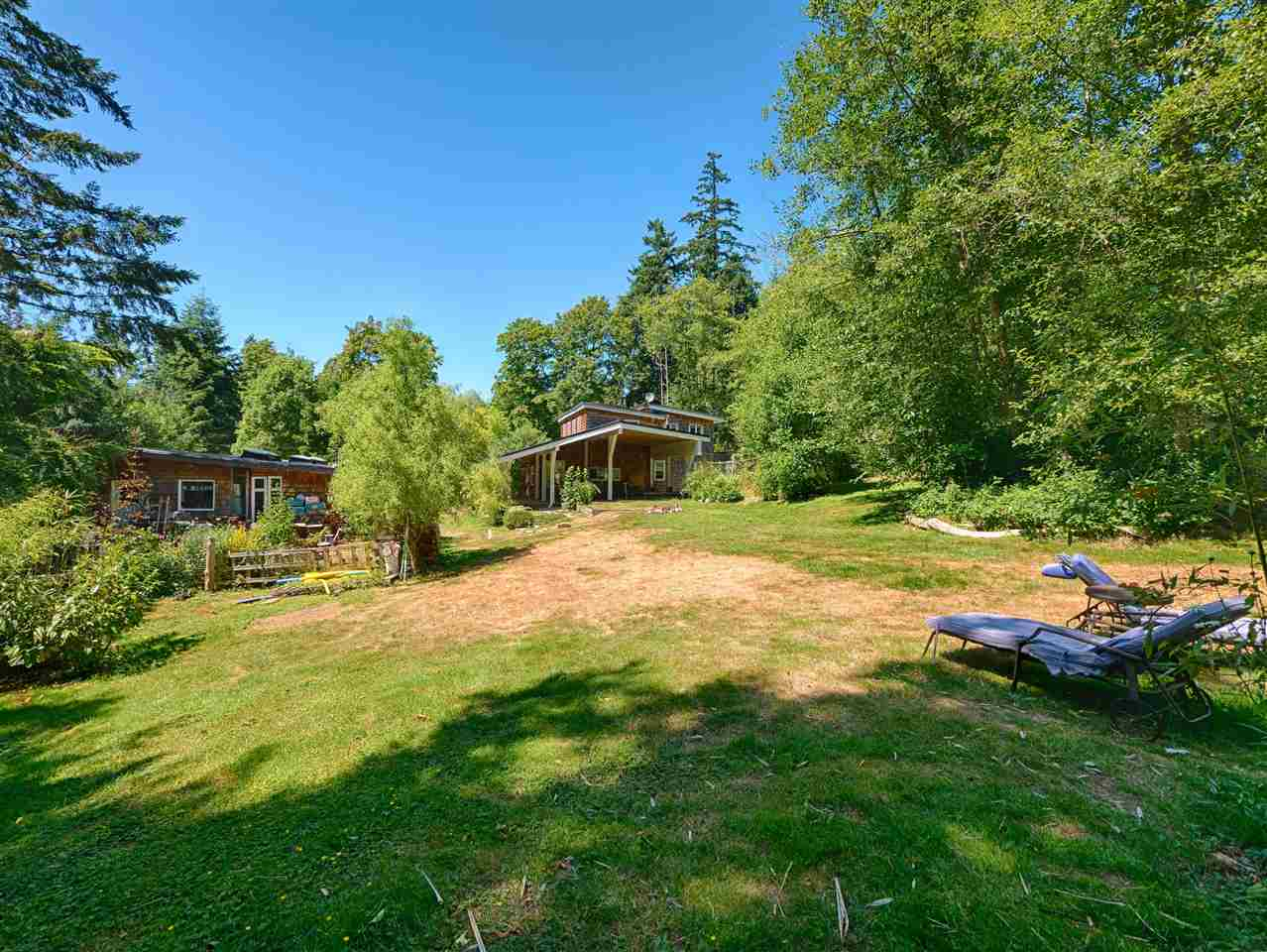 "Main Photo: 2470 SUNSHINE COAST Highway: Roberts Creek House for sale in ""Roberts Creek"" (Sunshine Coast)  : MLS® # R2185236"