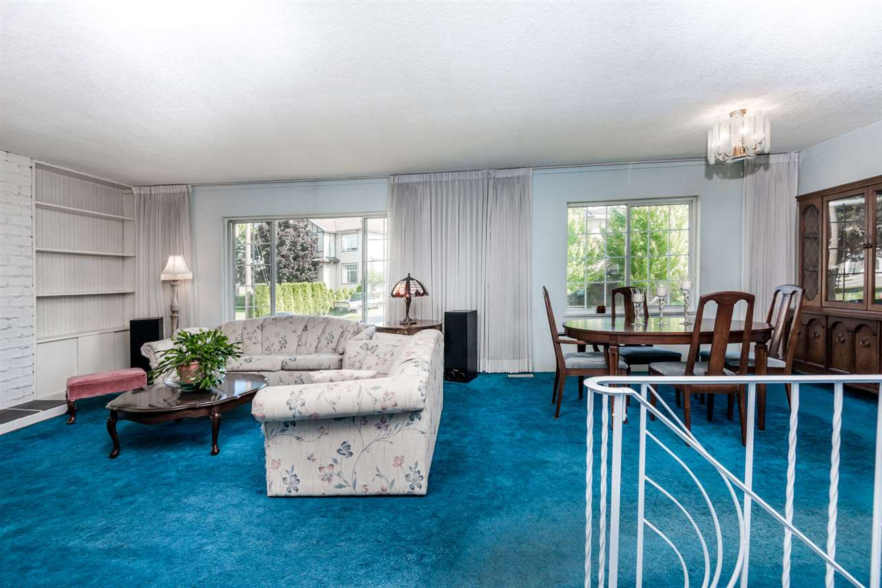 Photo 2: 215 SEAVIEW Drive in Port Moody: College Park PM House for sale : MLS® # R2191903