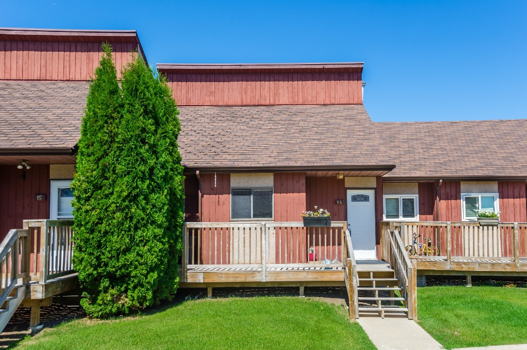 Main Photo: 14 331 Pendygrasse Road in Saskatoon: Fairhaven Residential for sale : MLS® # SK701369