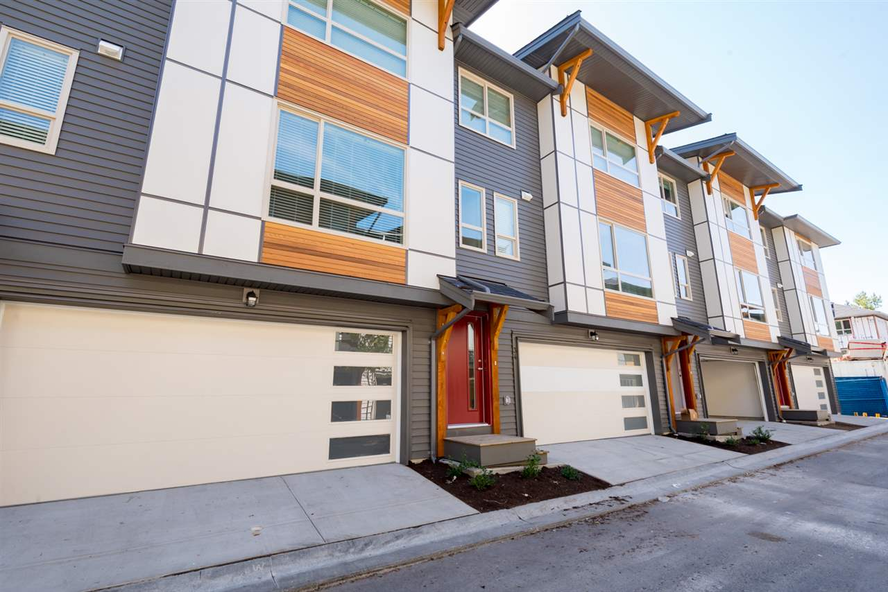 "Main Photo: 34 8508 204 Street in Langley: Willoughby Heights Townhouse for sale in ""ZETTER PLACE"" : MLS® # R2198226"
