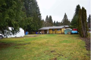 Main Photo: 5605 GOWLAND Road in Sechelt: Sechelt District House for sale (Sunshine Coast)  : MLS® # R2244198