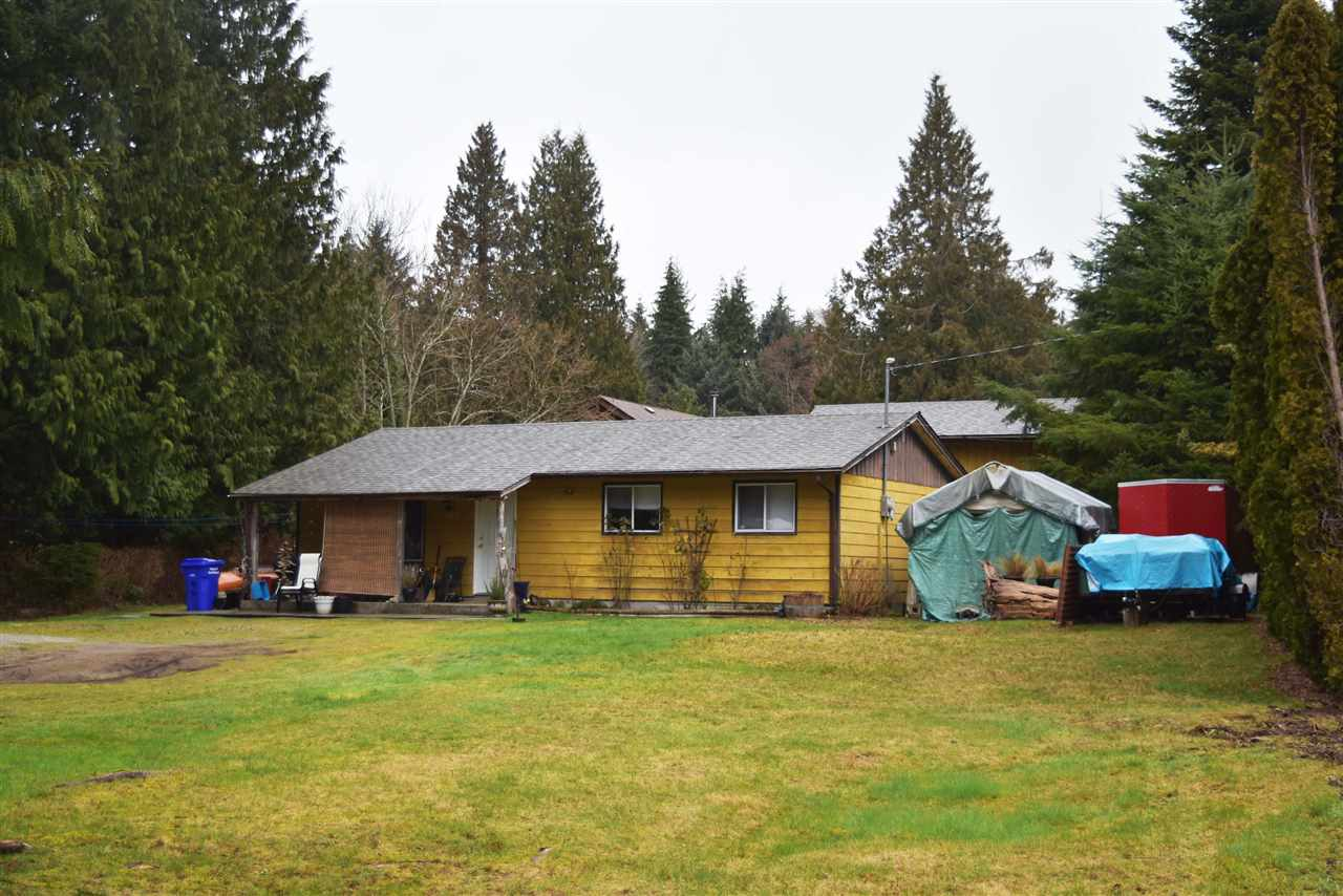 Photo 2: Photos: 5605 GOWLAND Road in Sechelt: Sechelt District House for sale (Sunshine Coast)  : MLS®# R2244198