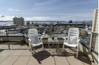 "Main Photo: 304 2408 HAYWOOD Avenue in West Vancouver: Dundarave Condo for sale in ""Regeny Place"" : MLS® # R2252521"
