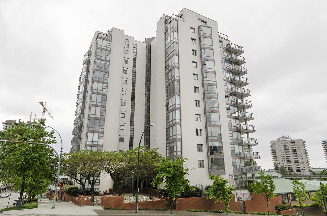 Main Photo: 804 98 TENTH Street in New Westminster: Downtown NW Condo for sale : MLS®# R2267124