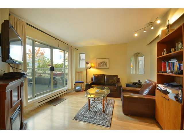 "Photo 2: 104 1082 W 8TH Avenue in Vancouver: Fairview VW Condo for sale in ""LA GALLERIA"" (Vancouver West)  : MLS(r) # V916450"