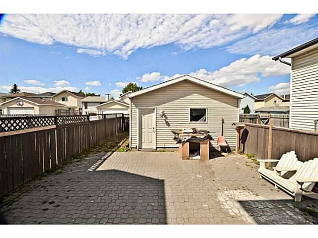 Photo 2: 252 MARTINDALE Boulevard NE in CALGARY: Martindale Residential Detached Single Family for sale (Calgary)  : MLS(r) # C3591606