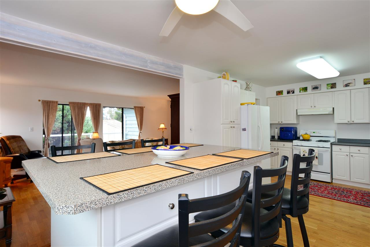 "Photo 6: 1376 EVERALL Street: White Rock House for sale in ""White Rock"" (South Surrey White Rock)  : MLS(r) # R2026894"