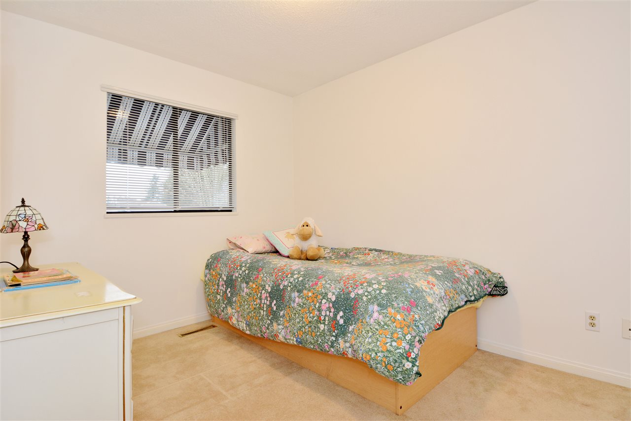 "Photo 12: 1376 EVERALL Street: White Rock House for sale in ""White Rock"" (South Surrey White Rock)  : MLS(r) # R2026894"