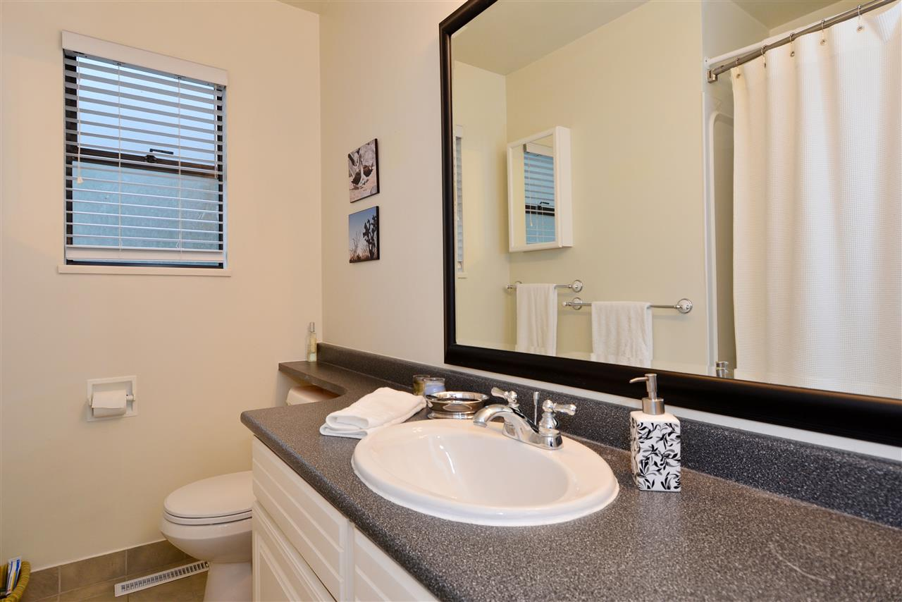 "Photo 13: 1376 EVERALL Street: White Rock House for sale in ""White Rock"" (South Surrey White Rock)  : MLS(r) # R2026894"
