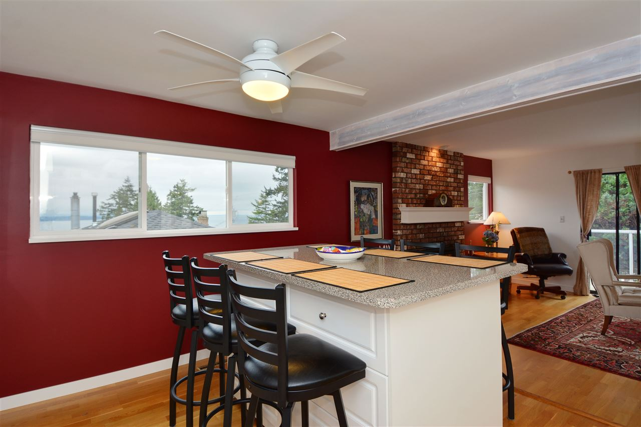 "Photo 5: 1376 EVERALL Street: White Rock House for sale in ""White Rock"" (South Surrey White Rock)  : MLS(r) # R2026894"