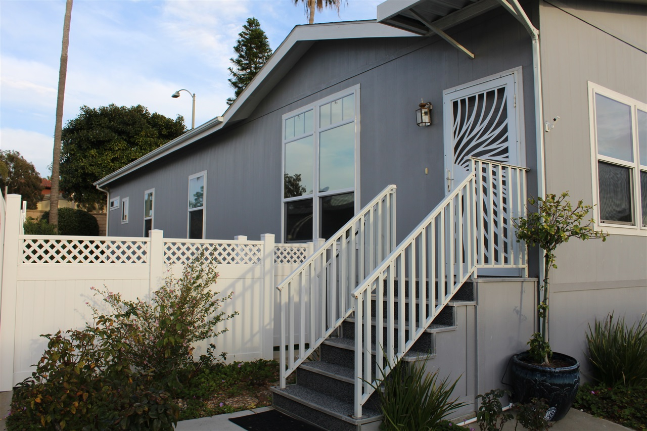Photo 2: CARLSBAD SOUTH Manufactured Home for sale : 3 bedrooms : 7118 San Bartolo in Carlsbad