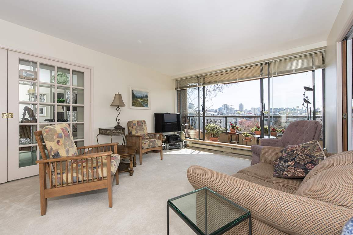 "Main Photo: 509 1490 PENNYFARTHING Drive in Vancouver: False Creek Condo for sale in ""Harbour Cove 3"" (Vancouver West)  : MLS® # R2051380"