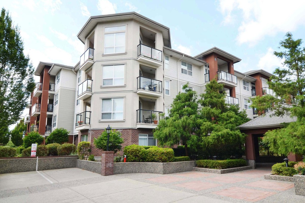 "Photo 1: 406 20239 MICHAUD Crescent in Langley: Langley City Condo for sale in ""City Grande"" : MLS® # R2062935"