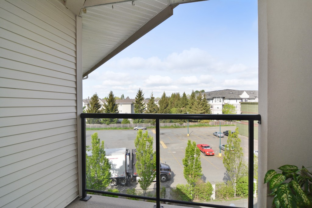 "Photo 13: 406 20239 MICHAUD Crescent in Langley: Langley City Condo for sale in ""City Grande"" : MLS® # R2062935"
