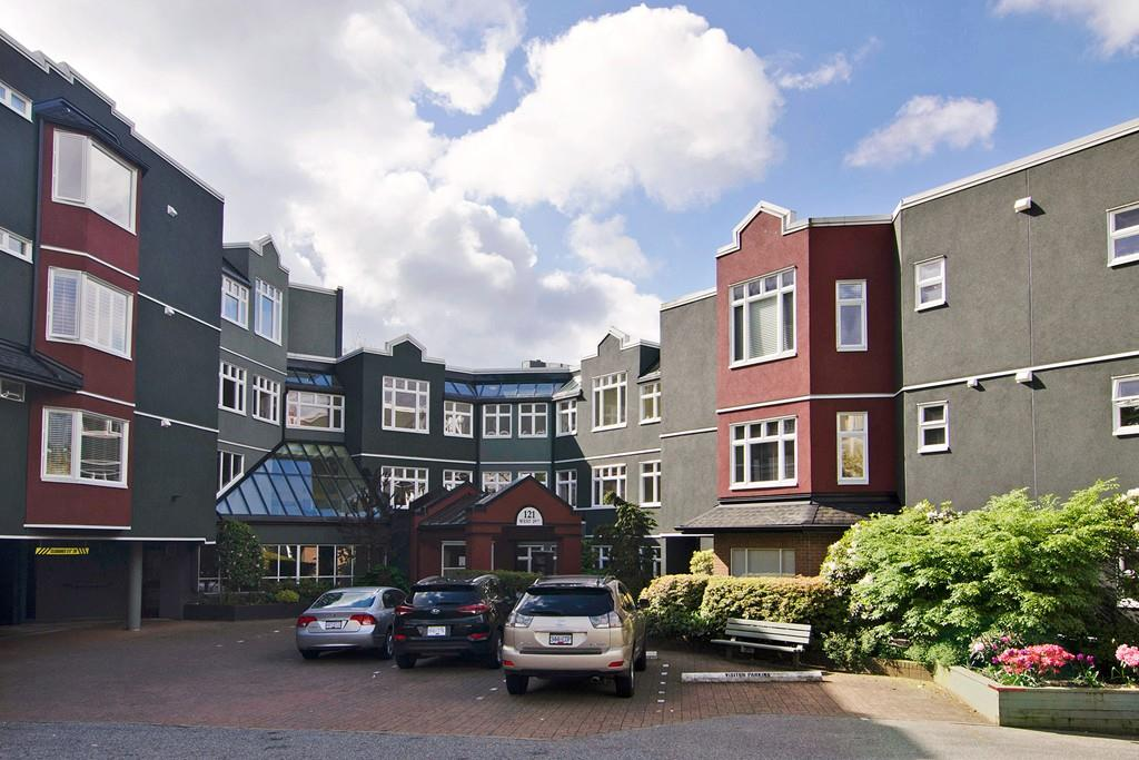 "Main Photo: 201 121 W 29TH Street in North Vancouver: Upper Lonsdale Condo for sale in ""Somerset Green"" : MLS(r) # R2066610"