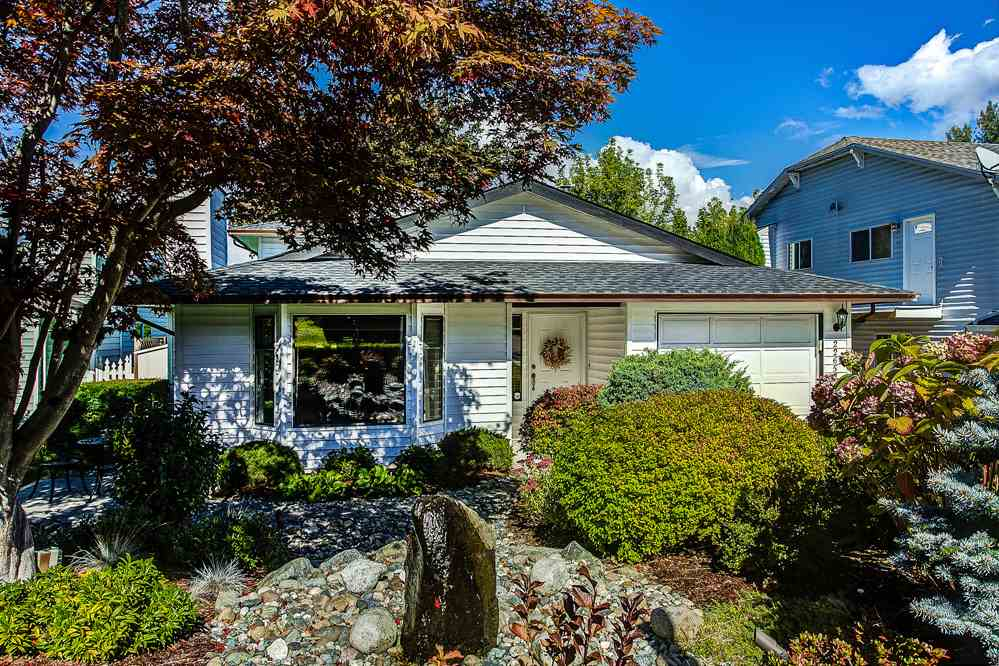 Photo 1: 22657 KENDRICK Loop in Maple Ridge: East Central House for sale : MLS(r) # R2110828
