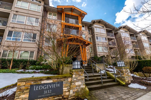 "Main Photo: 202 3132 DAYANEE SPRINGS BL Boulevard in Coquitlam: Westwood Plateau Condo for sale in ""LEDGEVIEW"" : MLS® # R2145107"
