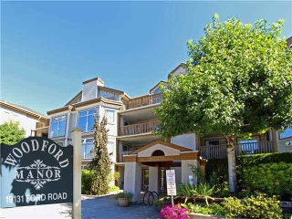 "Main Photo: 305 19131 FORD Road in Pitt Meadows: Central Meadows Condo for sale in ""WOODFORD MANOR"" : MLS(r) # R2151910"