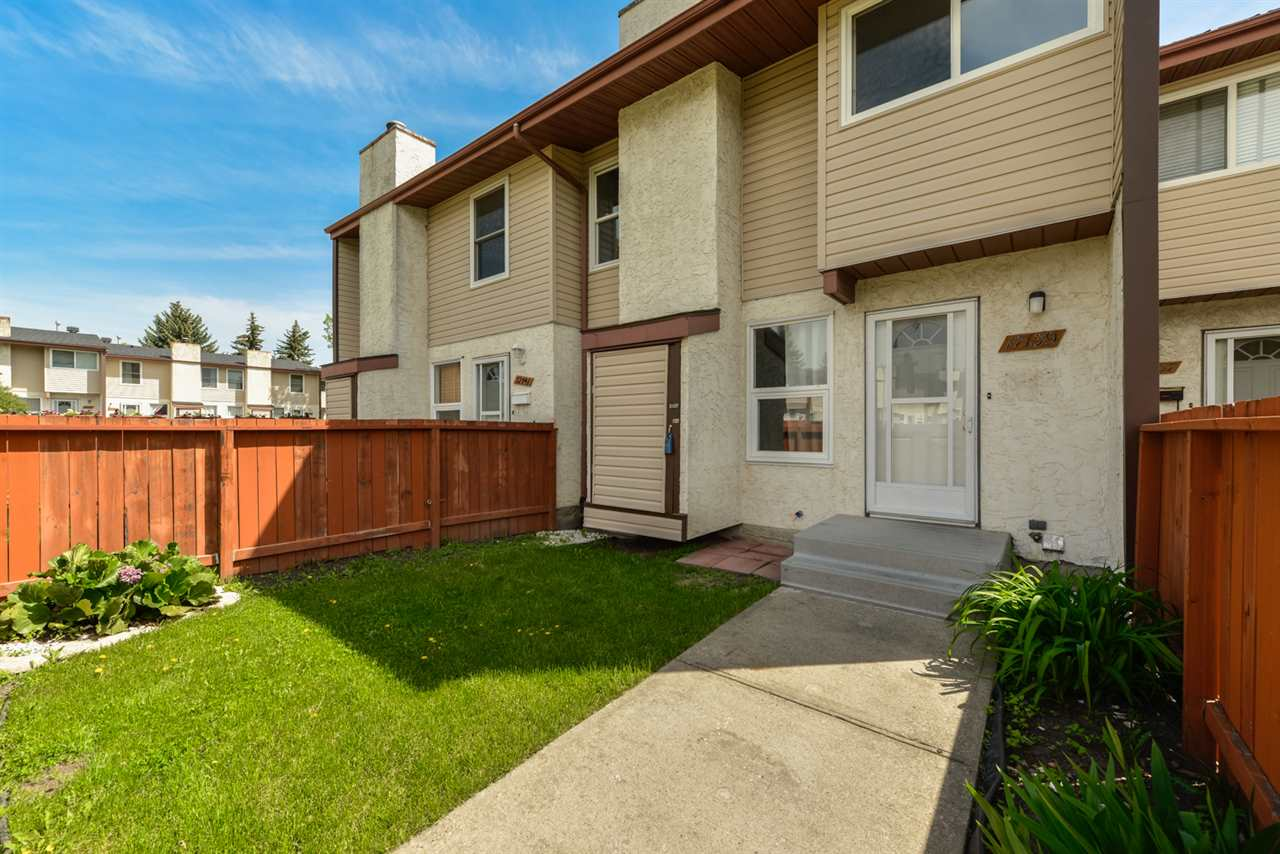 Main Photo: 17139 109 Street in Edmonton: Zone 27 Townhouse for sale : MLS(r) # E4067002