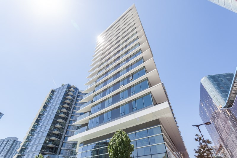 "Main Photo: 1156 38 SMITHE Street in Vancouver: Downtown VW Condo for sale in ""One Pacific"" (Vancouver West)  : MLS(r) # R2181841"
