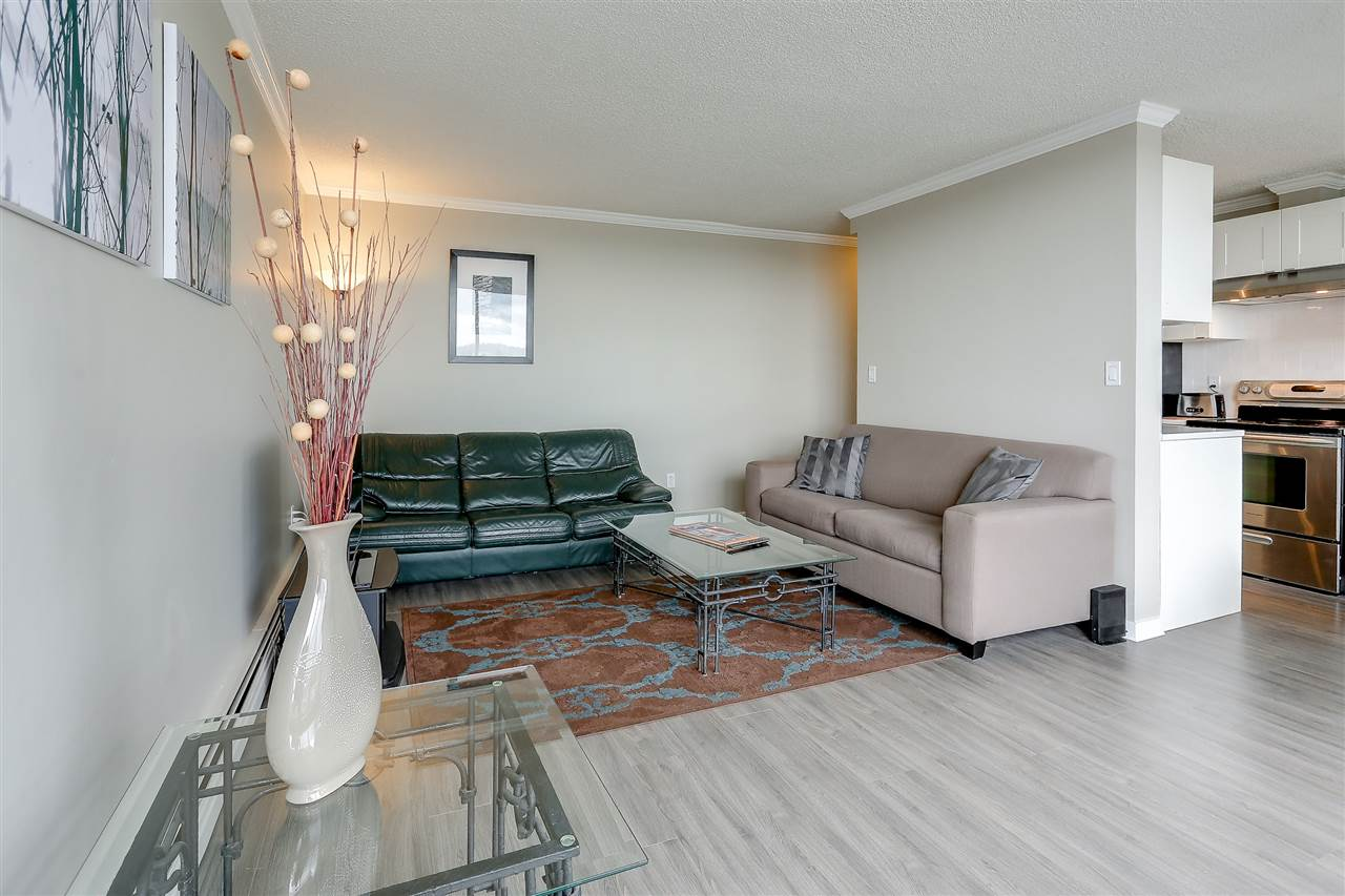 "Photo 11: 1507 145 ST. GEORGES Avenue in North Vancouver: Lower Lonsdale Condo for sale in ""TALISMAN TOWERS"" : MLS® # R2203430"