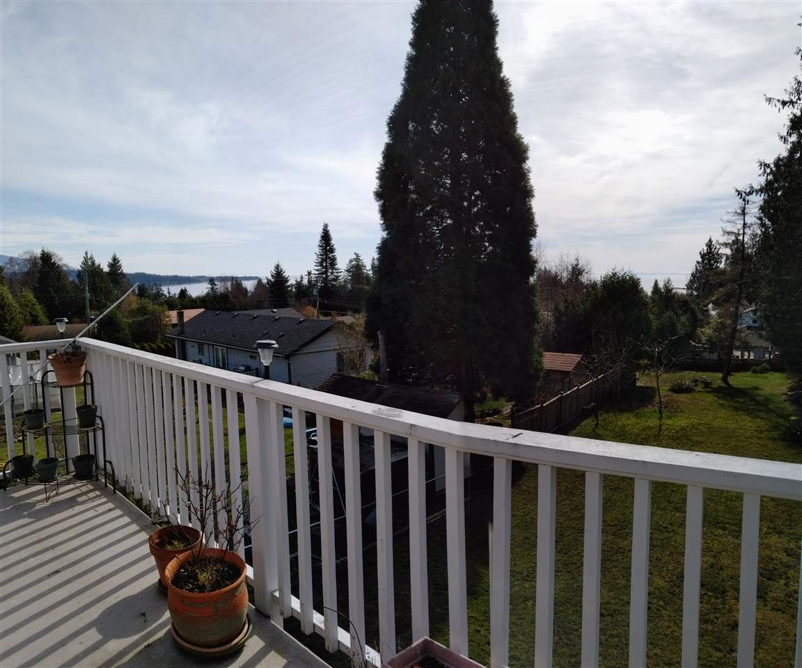 "Photo 16: Photos: 6217 NORWEST BAY Road in Sechelt: Sechelt District House for sale in ""WEST SECHELT"" (Sunshine Coast)  : MLS®# R2230873"