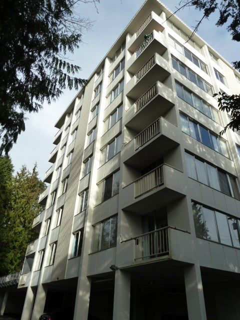 "Main Photo: 204 1785 ESQUIMALT Avenue in West Vancouver: Ambleside Condo for sale in ""THE SHALIMAR"" : MLS®# R2242847"