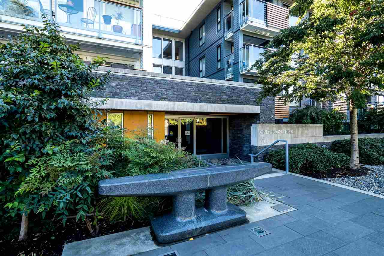"Main Photo: 403 221 E 3RD Street in North Vancouver: Lower Lonsdale Condo for sale in ""ORIZON"" : MLS® # R2243715"