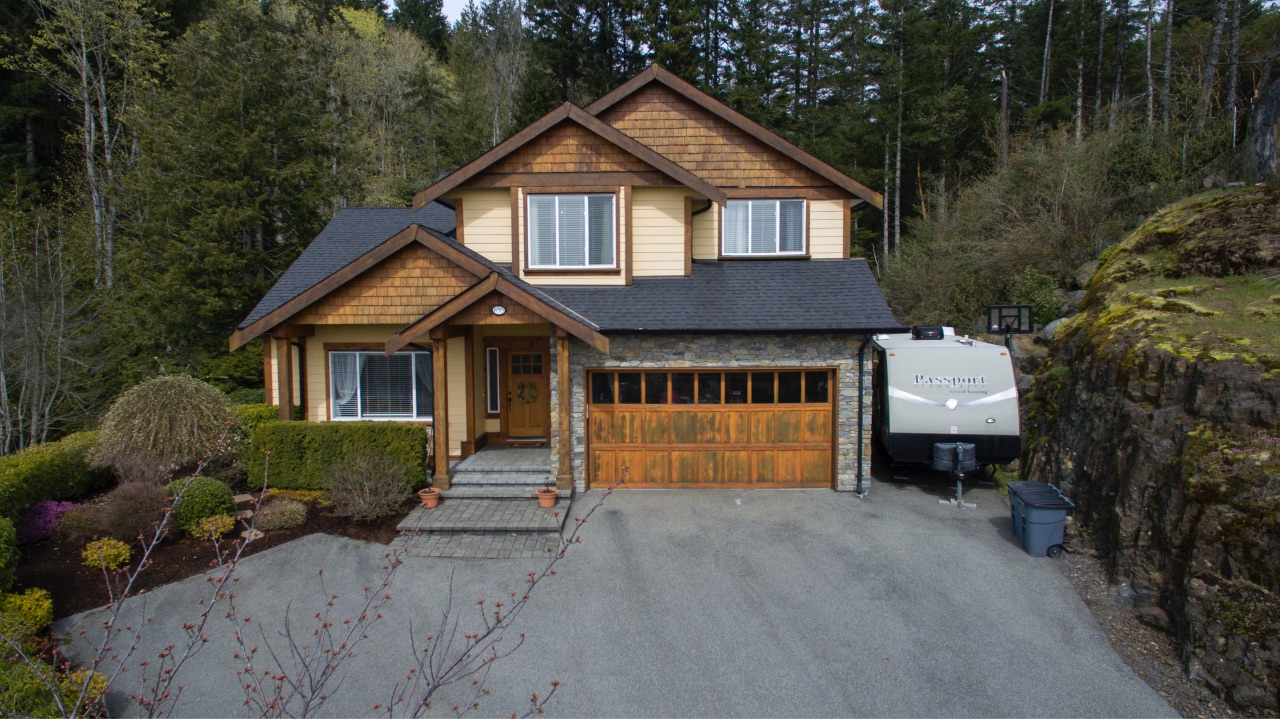 Main Photo: 630 Granrose Terrace in Victoria: Co Latoria Single Family Detached for sale (Colwood)